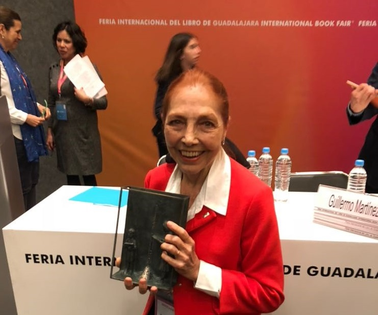 Marina Colasanti recebe prêmio no México