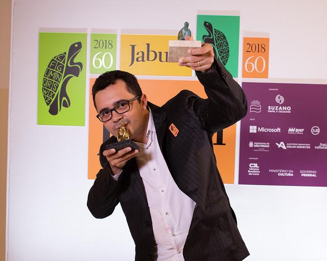 Vencedor do Jabuti, poeta Mailson Furtado lança novo livro nesta quinta (29)