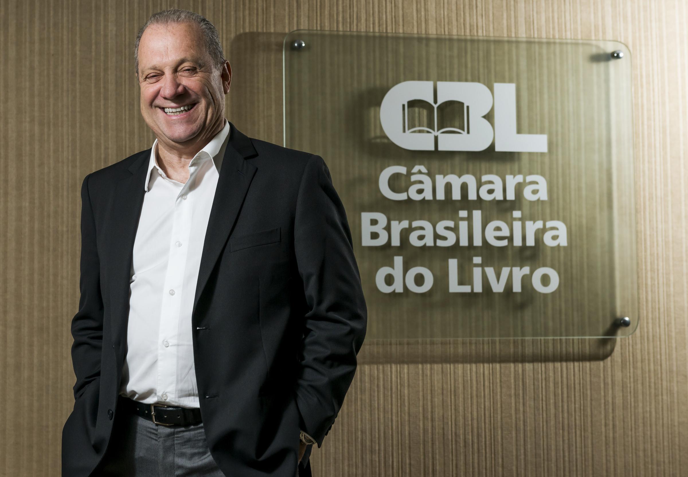 Câmara Brasileira do Livro recebe homenagem no Senado Federal por incentivo cultural