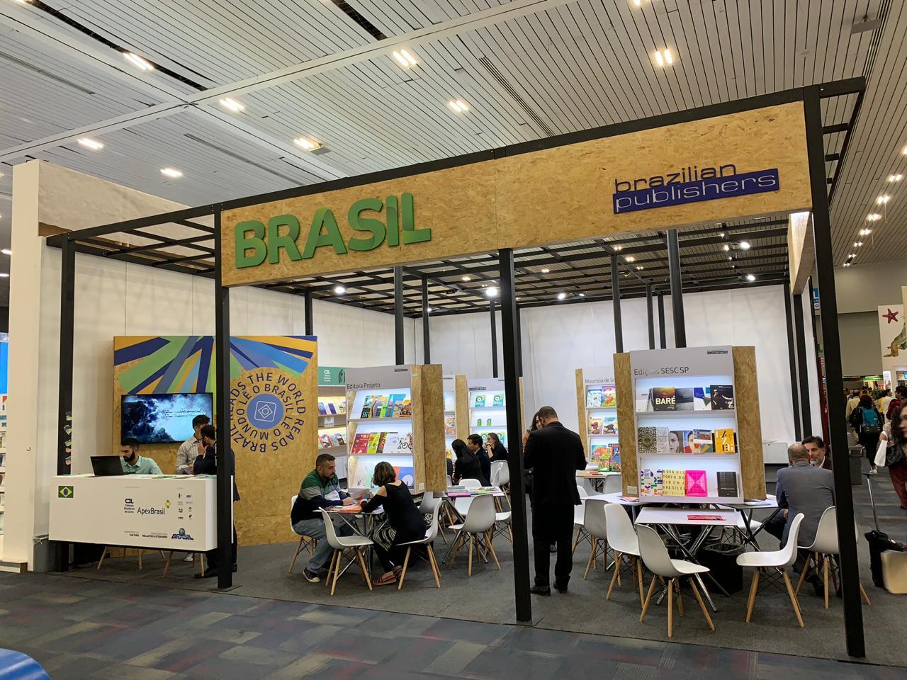 Delegação brasileira gera US$ 450 mil em negócios durante a Feira Internacional do Livro de Guadalajara