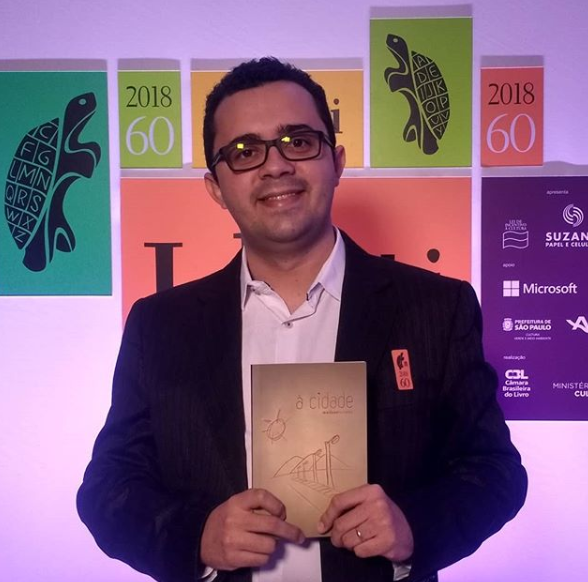 Mailson Furtado, winner of the Jabuti Awards 2018, is given an homage at the Brasília Book Fair